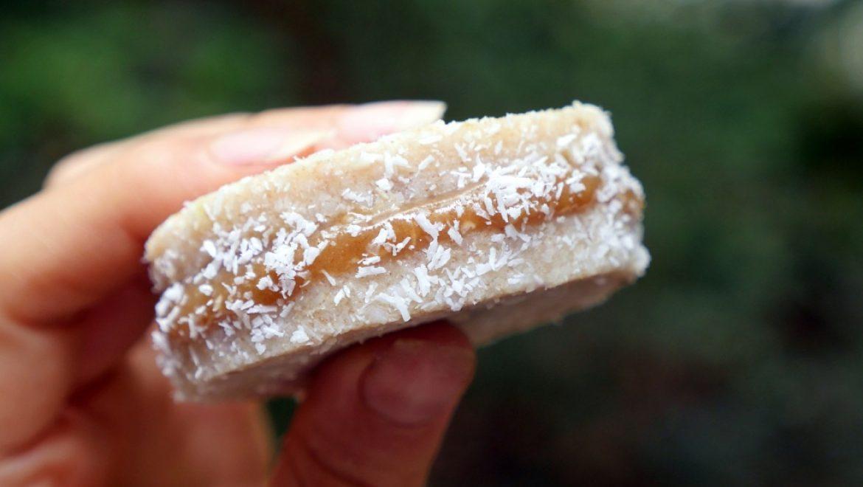 אלפחורס טבעוני RAW במילוי ריבת חלב-לוז